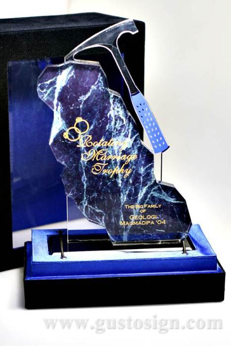 trophy pernikahan bergilir (1)