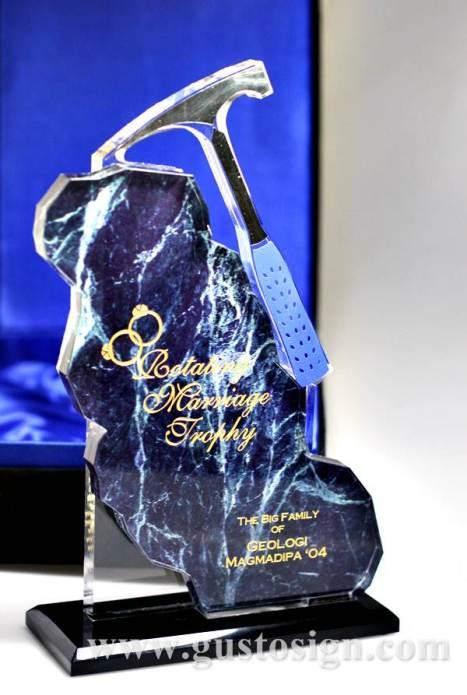 trophy pernikahan bergilir (3)