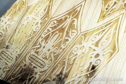 Grafir di kayu pinus - gusto sign (4)