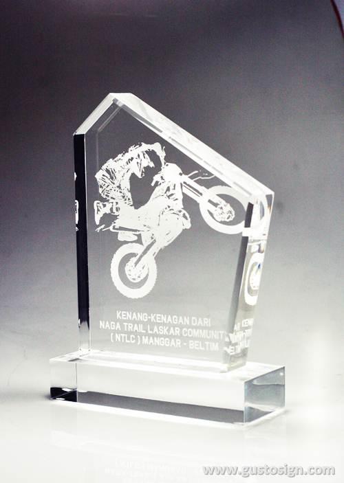 trophy tebal acrylic - gusto sign (1)