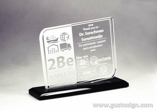 trophy tebal acrylic - gusto sign (3)