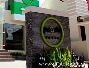 http://iroiro78.blogspot.com/2012/08/posein-hotel-smart-hotel-signage.html