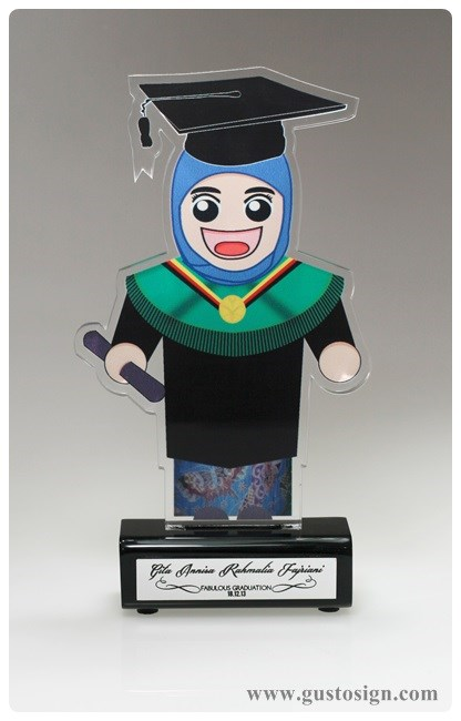 Trophy Wisuda - Gusto Sign (1)