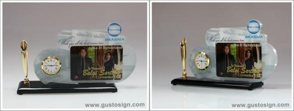 Merchandise - Gusto Sign (1)